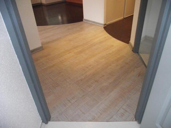 Parquet en PVC + plinthes fini autre angle