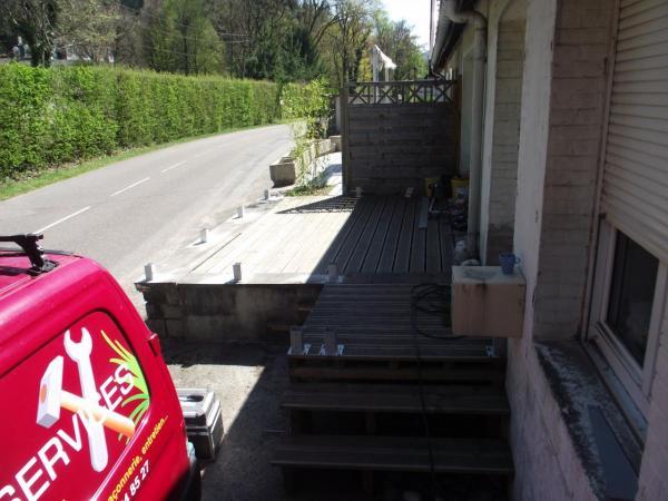 Préparation pour pose clôture bois et portillon sur terrasse autre vue