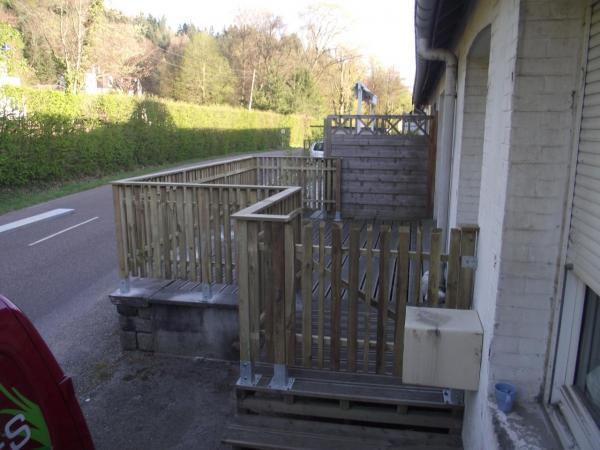 Pose clôture bois et portillon avec main courante finie