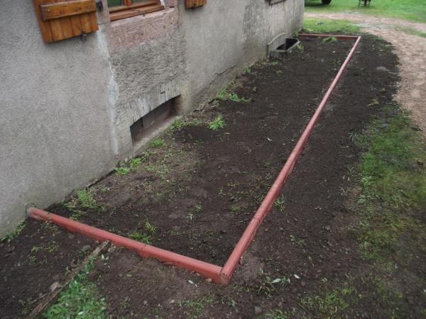 Jardinet avec pose des bordures autre angle - Pose bordure beton ...