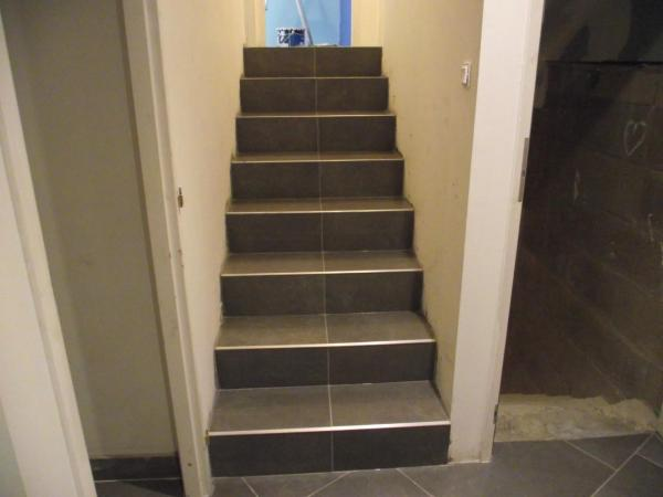 Pose de carrelage dans un escalier photos de conception for Pose carrelage escalier tournant