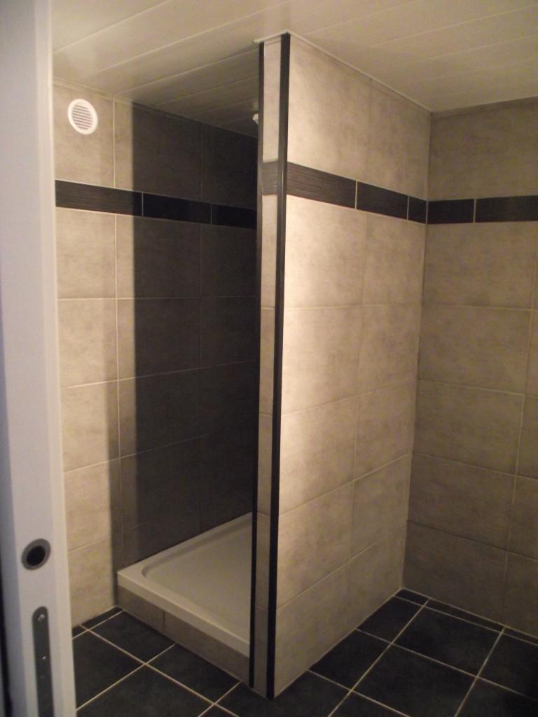 Faux plafond salle de bain pvc for Faux plafonds pvc