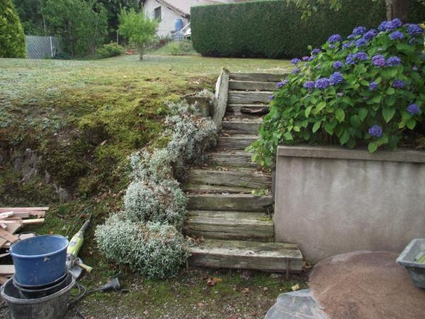 Escalier extérieur à rénover.