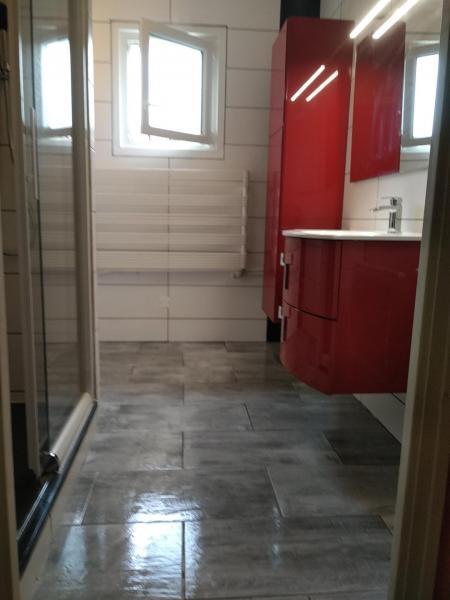 Salle de bains, montage meubles, vasque et douche.
