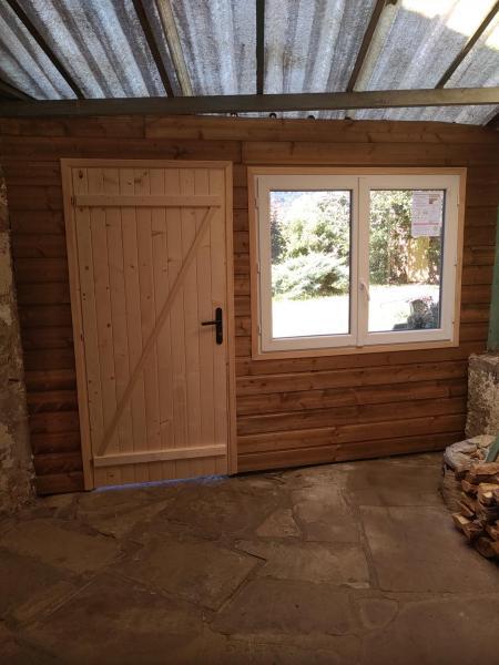 Rénovation de l'ancienne sortie fond de garage donnant sur jardin, vue intérieure.