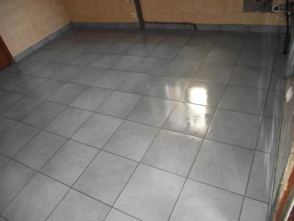 Finition de la pose carrelage joints plinthes for Pose joint carrelage