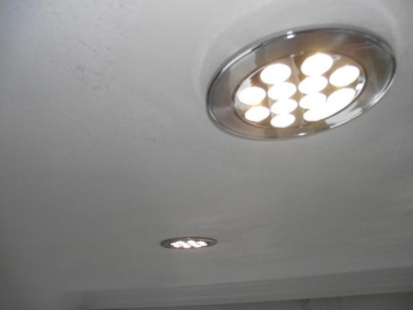 Pose de spots led central dans faux plafond - Repartition spot led plafond ...