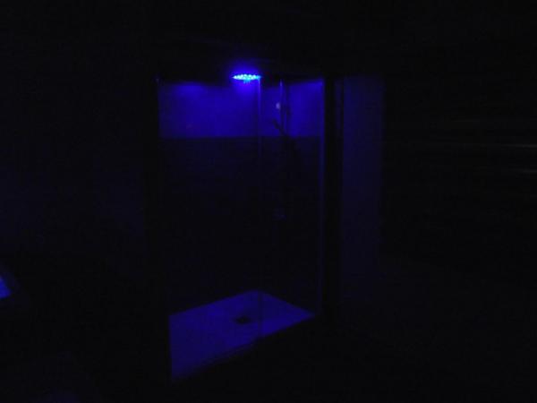 Nouvelle Salle de Bains, coin douche + parroie coulissante, autre vue.